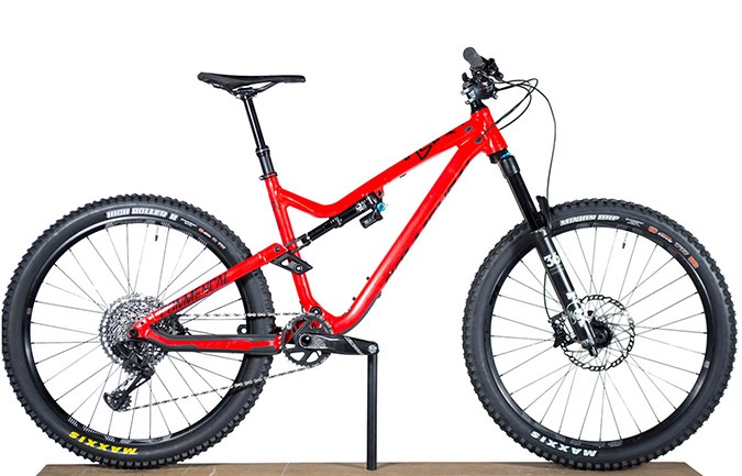 META AM V4.2 ESSENTIAL 650B SHINY RED 2018 (M)